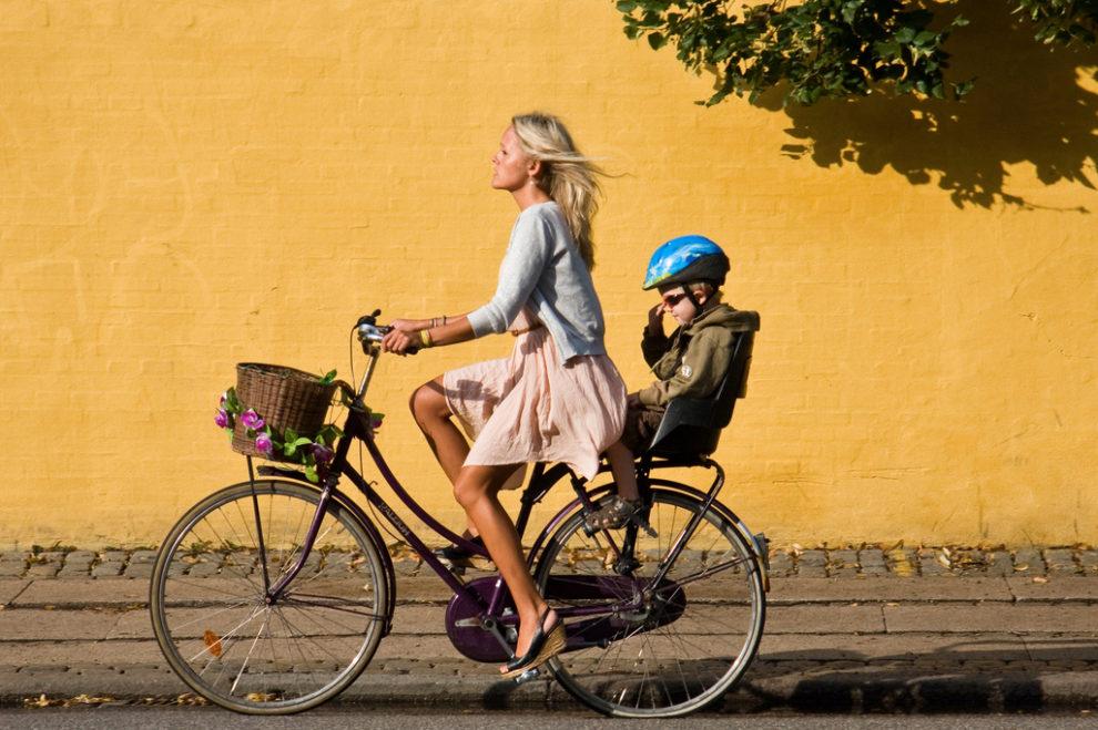 Dublin'de bir kadın bisikletçi