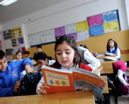İstanbul'daki bir okulda Türk öğrenciler. Türk dili bazı matematik kavramlarını ifade etmede İngilizceden daha başarılıdır. (kaynak: GETTY IMAGES/AGENCE FRANCE-PRESSE)