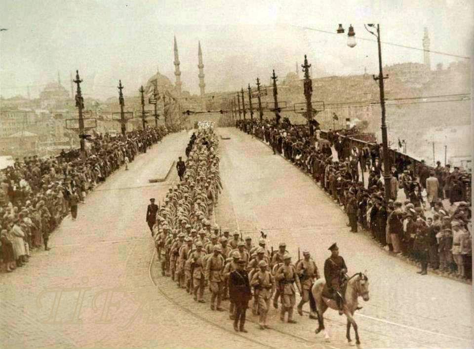 6 EKİM 1923 TÜRK ORDUSU İSTANBUL'A GİRİYOR.