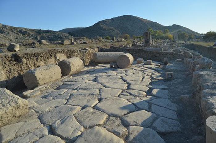anavarza-antik-kentinde-2-bin-yil-once-yapilmis-double-yol-bulundu