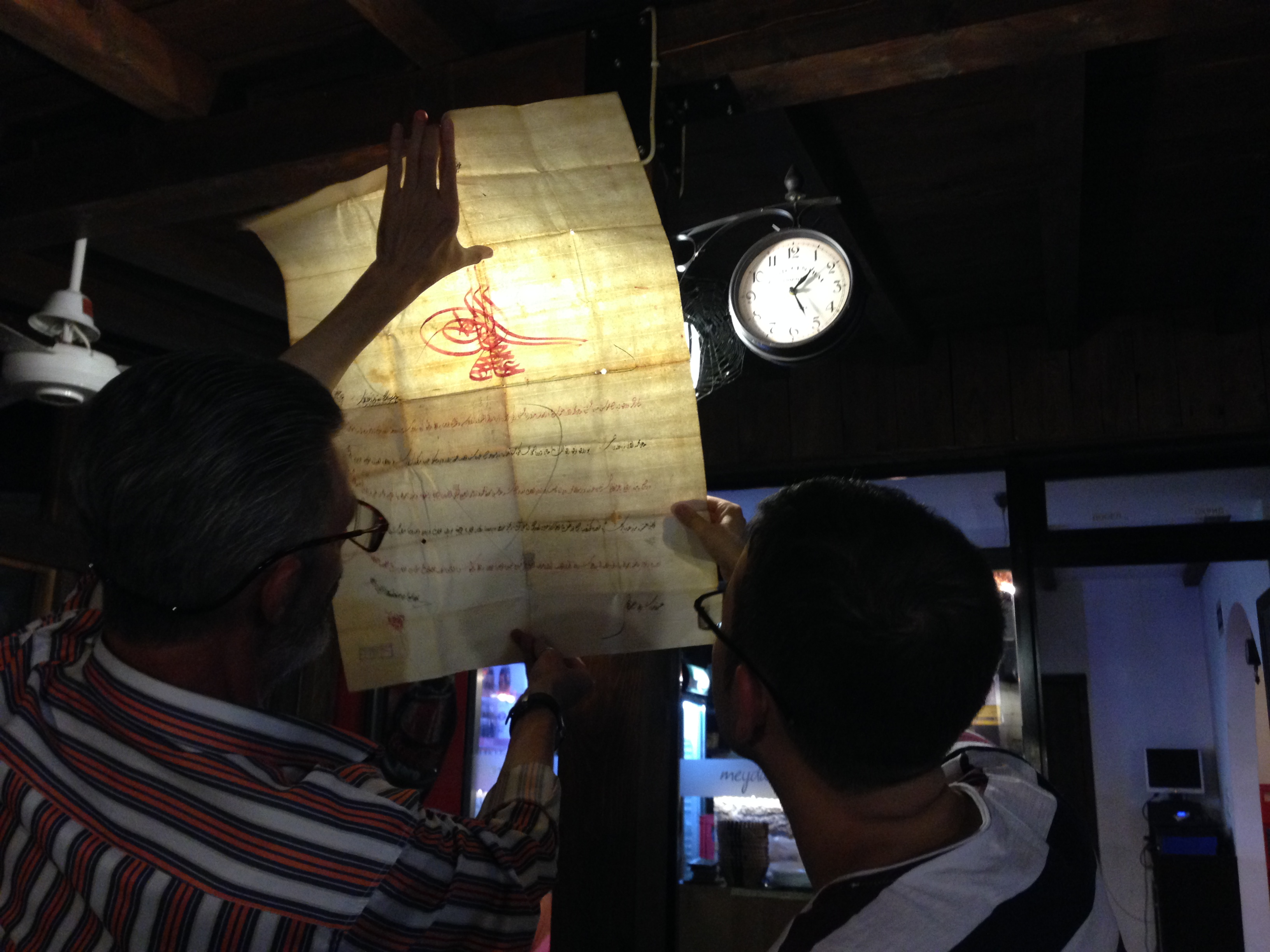 Erol Şeh ile Ohri Halveti Tekkesi ile ilgili belgeleri incelerken